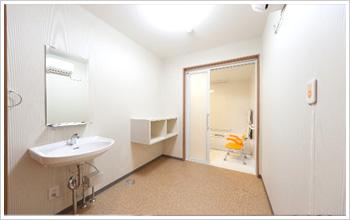 2階住宅の浴室